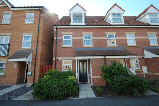Town house to rent in Sanders Way, Laughton Common, Dinnington