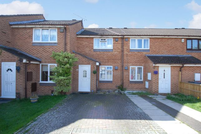 Thumbnail Terraced house to rent in Pearl Gardens, Cippenham, Slough