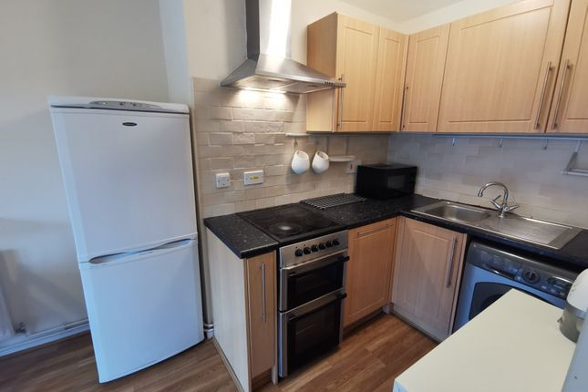Room to rent in Marie Davis Court, East Street, Reading RG1