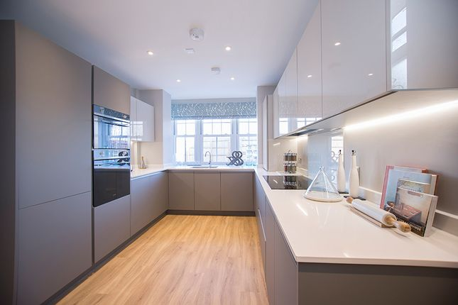 Thumbnail Flat for sale in Buckland Road, London