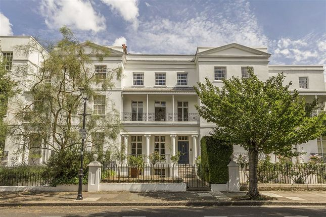 Thumbnail Property to rent in St. Peters Square, London