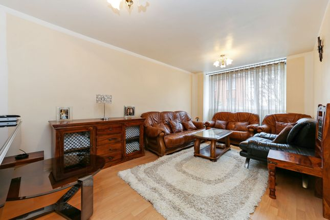 3 bed maisonette for sale in Bruckner Street, London