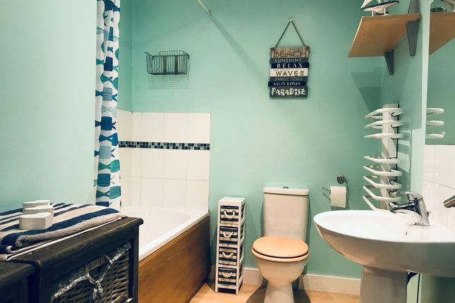 Family Bathroom of Bray Rise, Four Lanes TR16