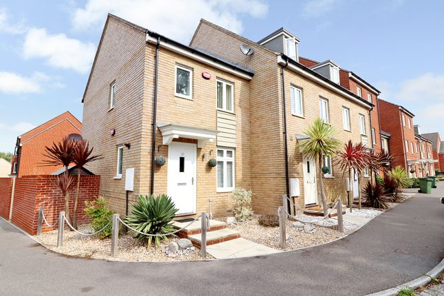 Thumbnail End terrace house to rent in Pomeroy Crescent, Hedge End, Southampton