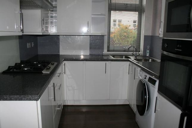 Thumbnail 2 bed flat to rent in Woodside Terrace, Dundee