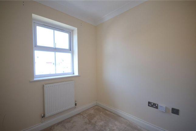 Bed 3 of Ladbroke Close, Woodley, Reading RG5