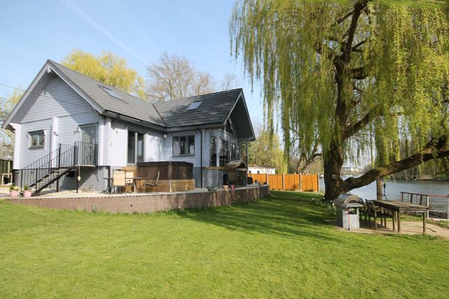 Thumbnail Property for sale in Lammas Drive, Staines
