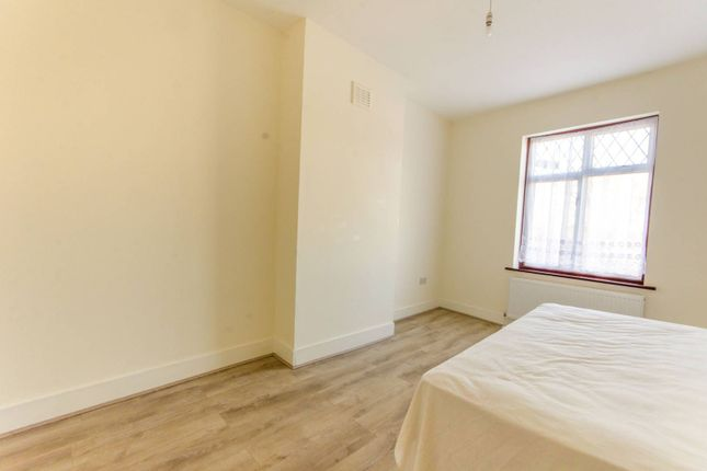 Flat to rent in Coppermill Lane, Walthamstow