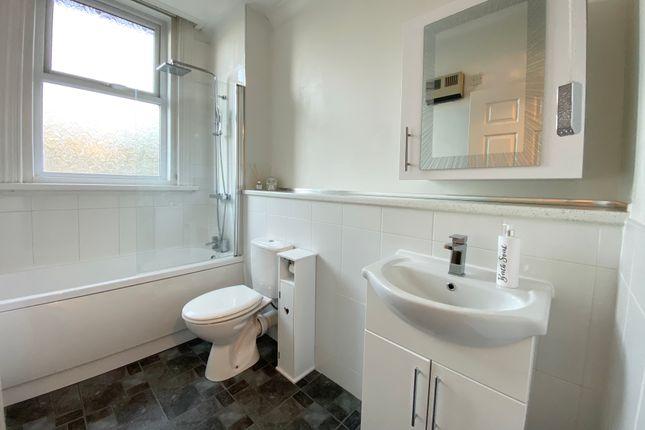 Bathroom of Midanbury Lane, Southampton SO18