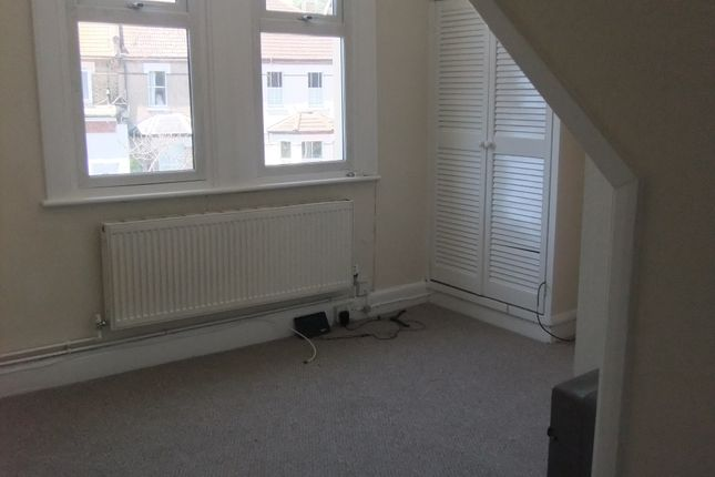 Thumbnail Studio to rent in Dagnall Park, South Norwood