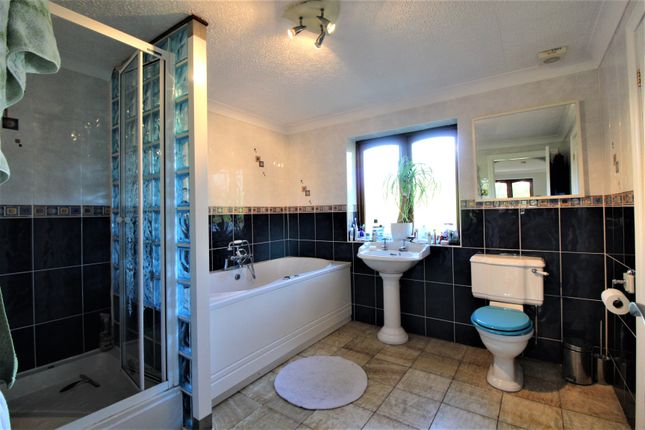 Bathroom of Lon Ganol, Llandegfan, Menai Bridge LL59
