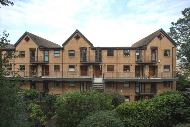 Thumbnail Town house to rent in Sealand Court, Esplanade, Rochester