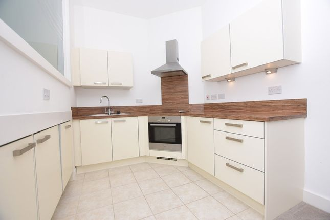Thumbnail Flat to rent in Dewsbury Road, Elland