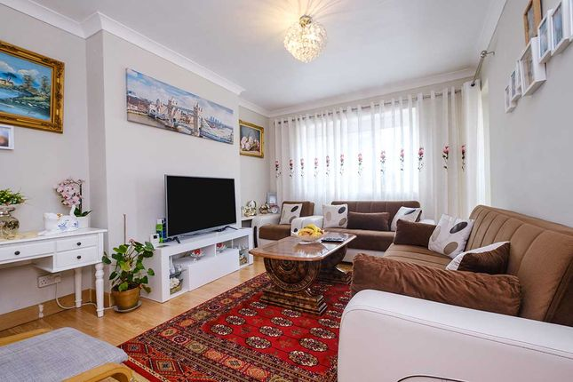 Thumbnail Flat for sale in Crescent House, Bliss Crescent, London