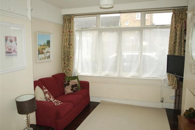Picture No.13 of Hamilton Road, East Finchley, London N2