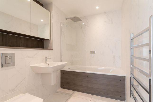 4.01 Bathroom of 9 Owen Street, Manchester M15