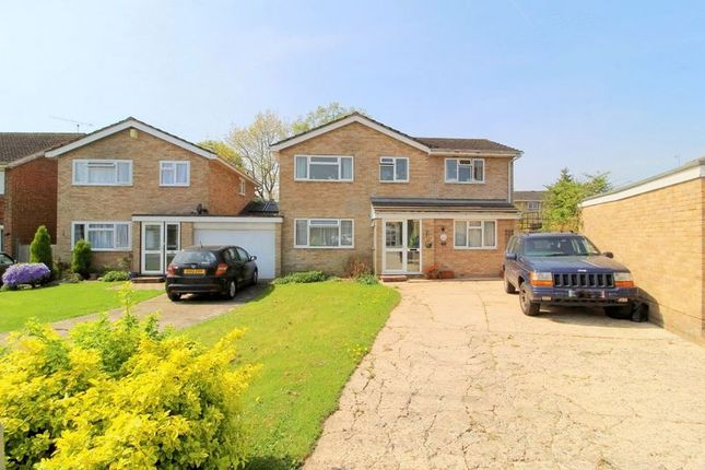 Thumbnail Detached house for sale in Streatfield, Edenbridge