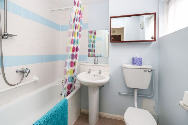 Bathroom of Furtherfield, Cranleigh GU6
