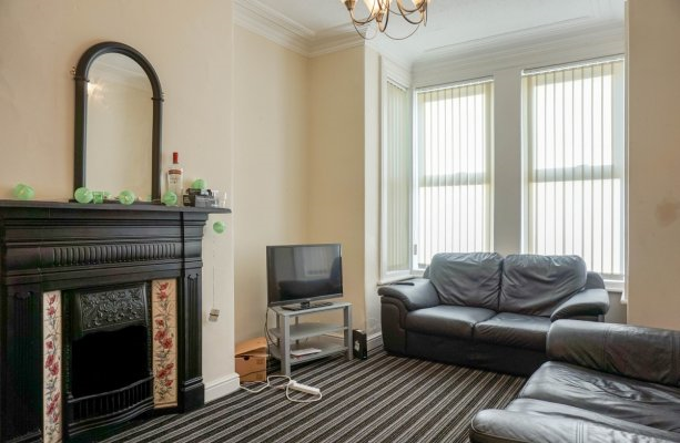 Thumbnail Shared accommodation to rent in Stanmore Place, Burley, Leeds