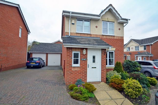 Thumbnail Link-detached house for sale in Viaduct Close, Rugby