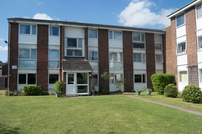 1 bed flat to rent in Tennyson Close, Royston