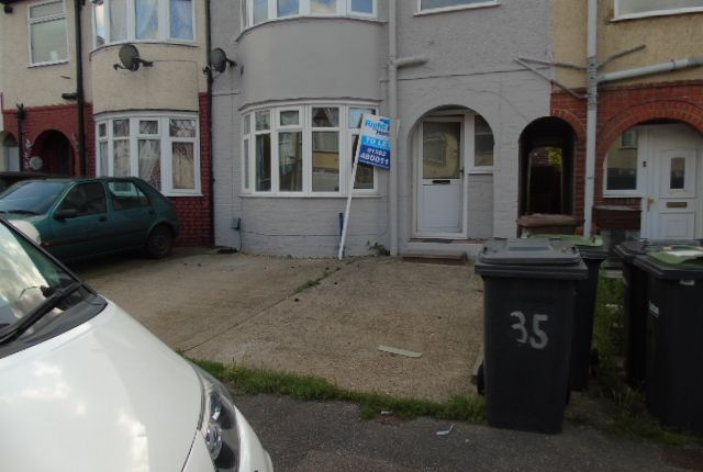 Thumbnail Terraced house to rent in Shelly Road, Luton