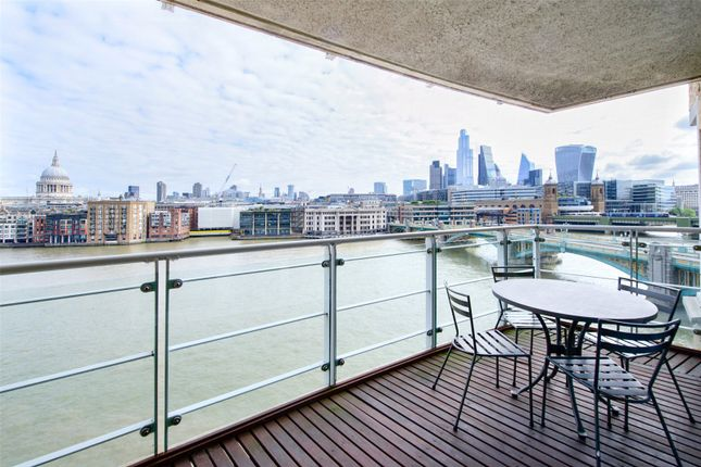 Thumbnail Flat to rent in Benbow House, 24 New Globe Walk, London