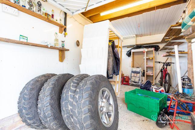 Garage 1 of Cavendish Avenue, Loxley, - Cul-De-Sac Location S6