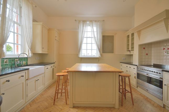 3 bed flat for sale in Corrib Court, Palmers Green N13
