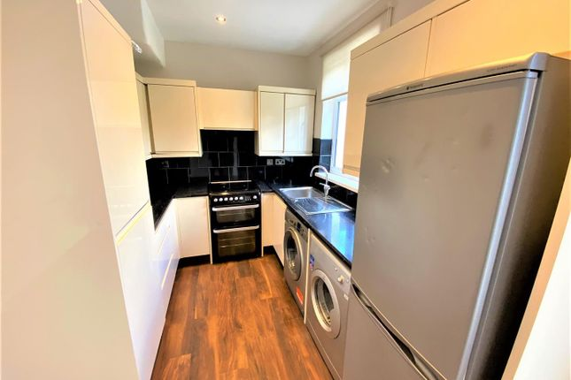 2 bed flat to rent in Milner Road, London E15