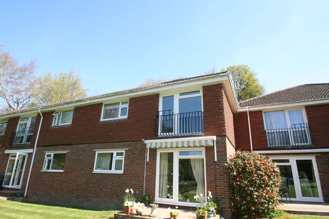 Thumbnail Flat to rent in Bucklers Close, Tunbridge Wells