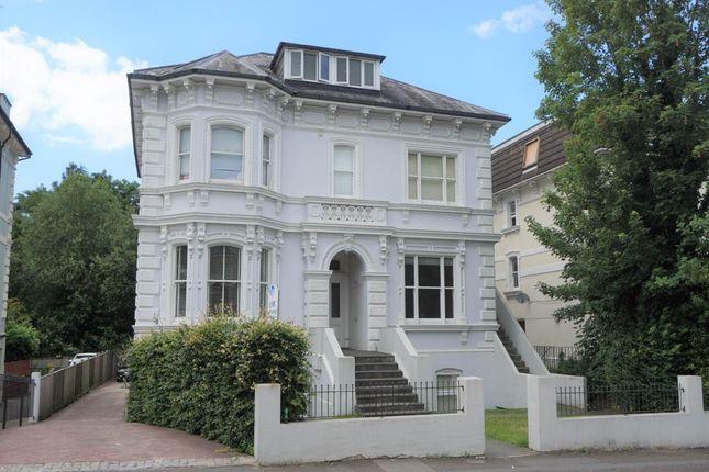 Studio to rent in Upper Grosvenor Road, Tunbridge Wells, Kent TN1