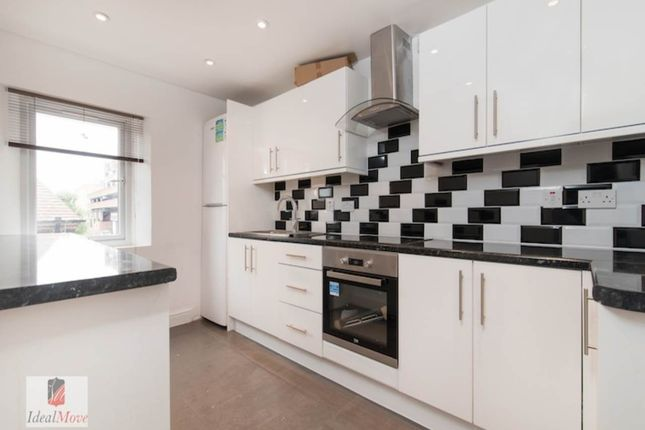 Thumbnail Flat to rent in Lymington Avenue, London