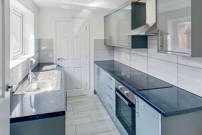 Thumbnail Flat to rent in Uxbridge Street, Burton-On-Trent, Staffordshire