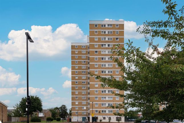 Thumbnail Flat for sale in Commerce Road, Wood Green N22.