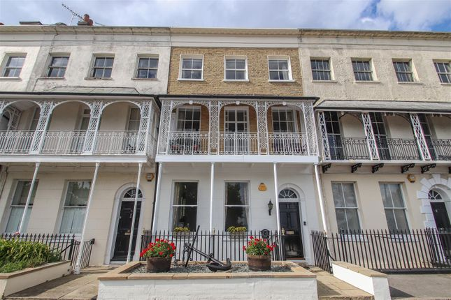 Thumbnail Town house for sale in Royal Terrace, Southend-On-Sea