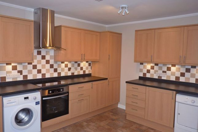 2 bed flat to rent in London Road, Liphook