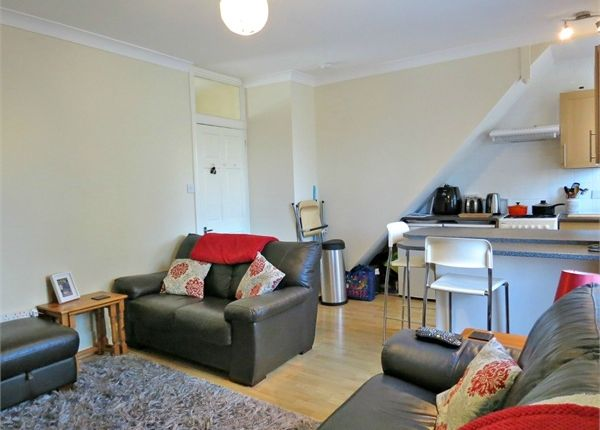 Thumbnail Flat for sale in Gladstone Road, Watford, Hertfordshire