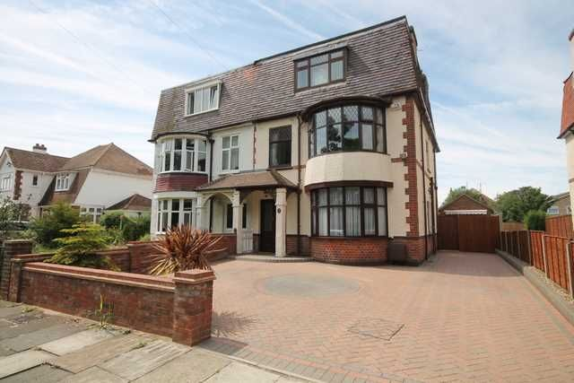 Property for sale in Lancaster Gardens West, Clacton-On-Sea