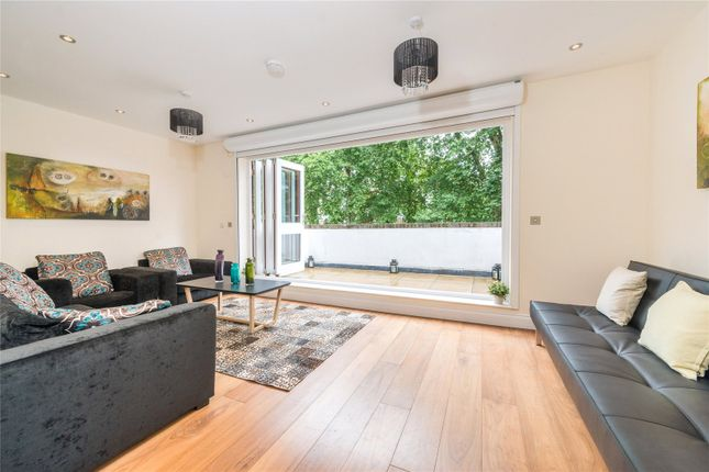 Thumbnail Terraced house for sale in Cambridge Square, Hyde Park, London