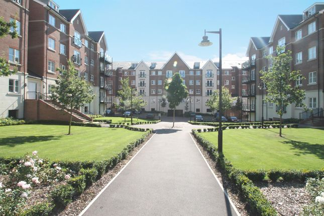 2 bed flat to rent in Viridian Square, Aylesbury