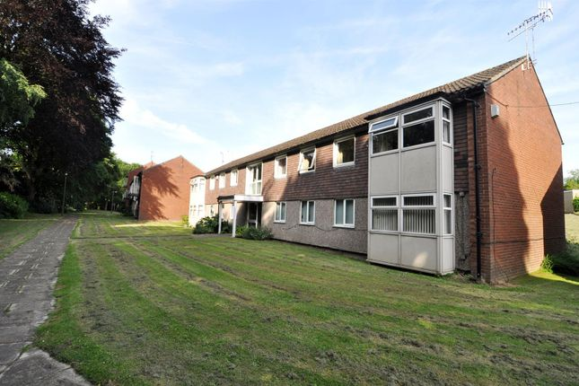 Thumbnail Flat for sale in Cliffe Gardens, Shipley