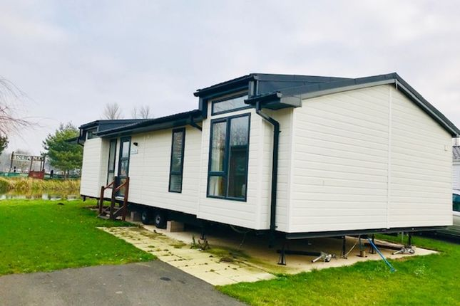 Thumbnail Mobile/park home for sale in Crow Lane, Great Billing, Northampton