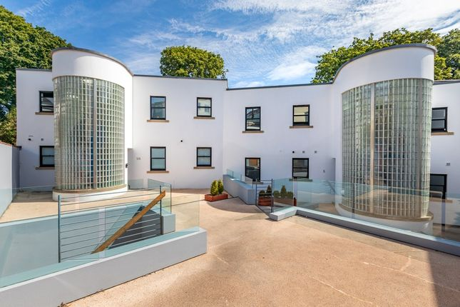 Thumbnail Flat for sale in Les Rocquettes, St. Peter Port, Guernsey