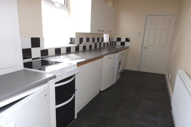 2 bed property to rent in Manor Road, Town Centre