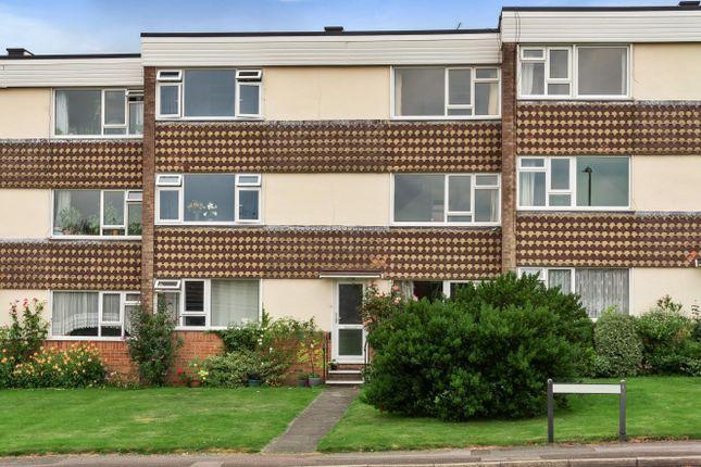 2 bed flat for sale in Winton Court, Petersfield GU32