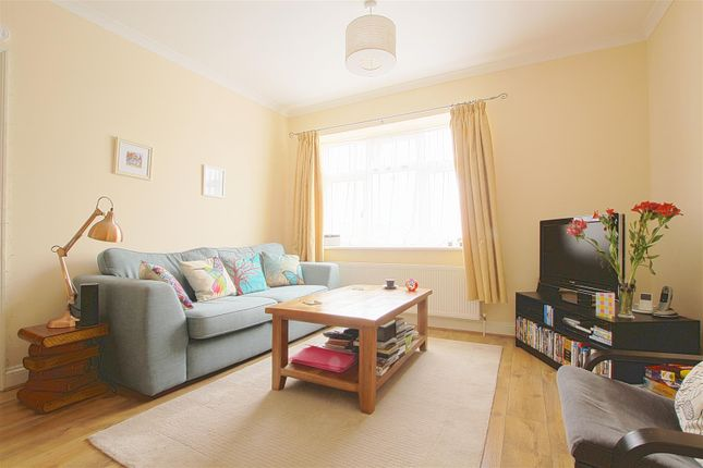 2 bedroom flat to rent in Grange Park, London