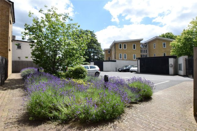 Picture No. 10 of North West Apartment, 25 Woodford Road, Watford, Hertfordshire WD17