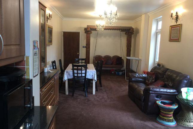 Barley Lane Goodmays Ig3 6 Bedroom End Terrace House For