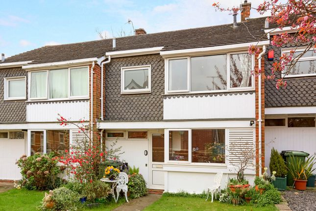 Thumbnail Terraced house to rent in Kings Close, Henley-On-Thames